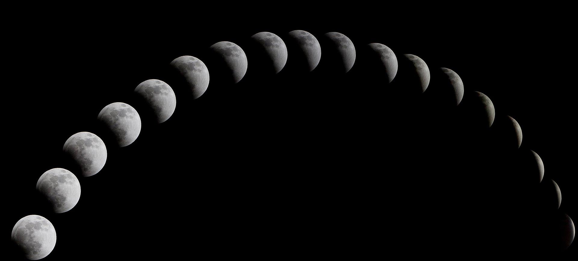 a-total-solar-eclipse-1113799_1920